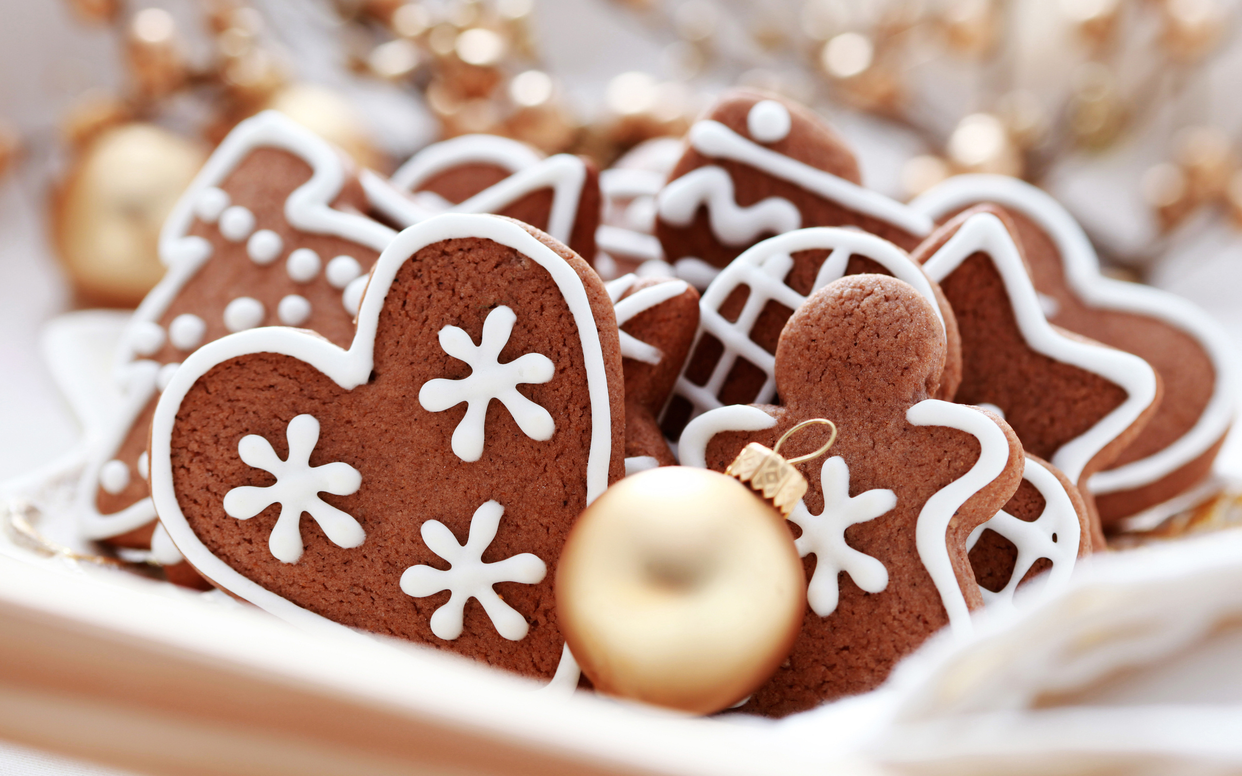 A Christmas Party for the Twins Christmas-cookies-food-32709943-2560-1600